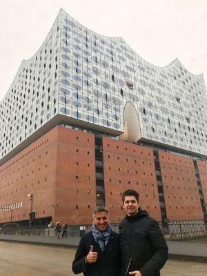Sibu Aminian (Talent Garden) und Khaled Hamdard (hellomonday) auf Besichtigungstour