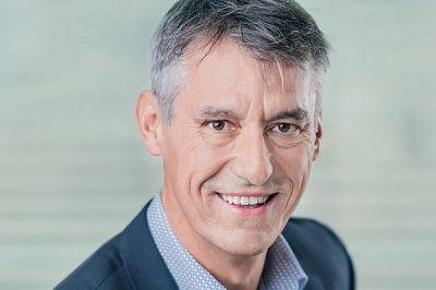 Dr. Ewald Lang ist seit 30 Jahren als Unternehmensberater selbstständig und führte eine mittelständische Unternehmensberatung.