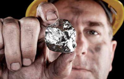 Arbeiter mit Silbernugget