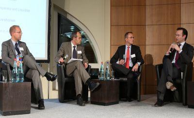 Wolf Brandes von der dpn moderierte eine hochkarätige Diskussionsrunde auf dem Fondsforum