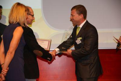 Von Links nach Rechts Übergabe des Golden Headset Award: Claudia Gaber (CMM) Dieter Fischer (Callnet), Frank Floessel (Tempobrain)