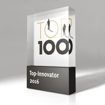 Macht seit über 20 Jahren Innovationskraft auf den ersten Blick sichtbar: die TOP 100-Trophäe (Copyright: compamedia GmbH)