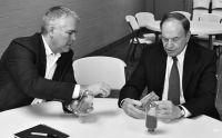 Alabama Graphite präsentiert dem US-Senator Shelby selbst hergestelltes Batteriefähiges Graphit