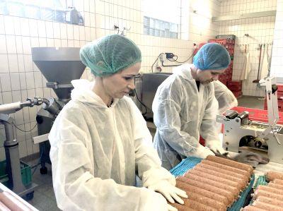Echte Handarbeit in der Hundefutter Manufaktur