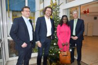 WEKA-Geschäftsführer Michael Bruns und Stephan Behrens, Asylkoordinatorin Maureen Lermer, Bürgermeister Hans-Dieter Kandler