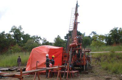 Bohrgerät im Einsatz; Foto: AVZ Minerals