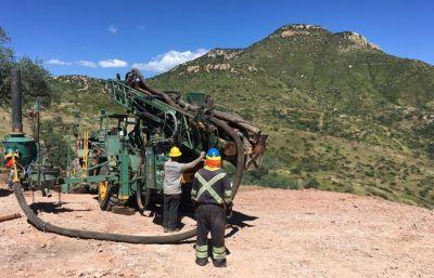 Bohrgerät auf Cerro Caliche; Foto: Sonoro Metals